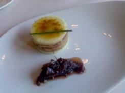 Milhojas frutal de foie y jamón ibérico con cebolla al oporto