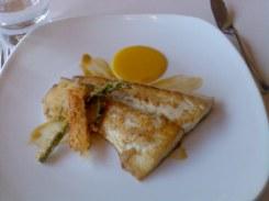 Lubina con citricos, soja y verduritas en tempura