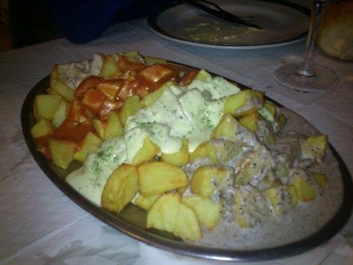 Patatas cuatro salsas