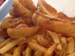 Patatas y aros de cebolla
