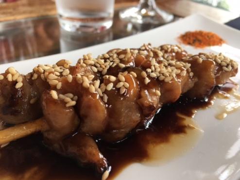 yakitori de pollo con salsa teriyaki