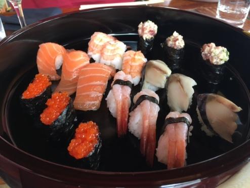 Sushi con gunkan y nigiri