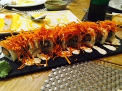Roll de salmón acevichado