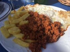 Picadillo con patatas y huevo